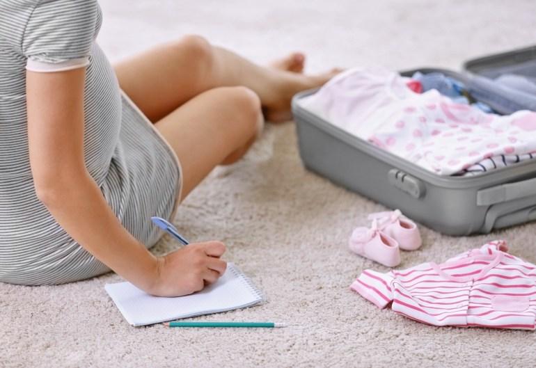 Tout ce qu'il faut mettre dans sa valise pour un accouchement au top